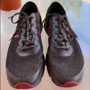Under Armour Black and Burgundy Running shoe